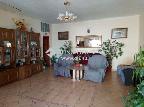 Eladó Ház, Veszprém megye, Veszprém - Veszprém, Dózsaváros központjában