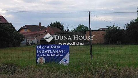 Eladó Telek, Bács-Kiskun megye, Kecskemét - Vacsiközben aszfaltozott utcában építési telek eladó
