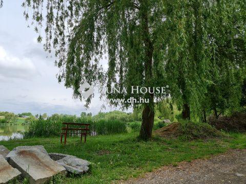 Eladó Telek, Baranya megye, Kozármisleny - Horgásztó mellett erdős részen telek kis házzal eladó