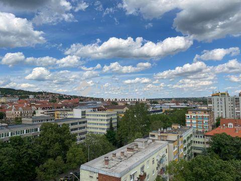 Eladó Lakás, Baranya megye, Pécs - Belvárosban 3 szobás szép állapotú erkélyes lakás