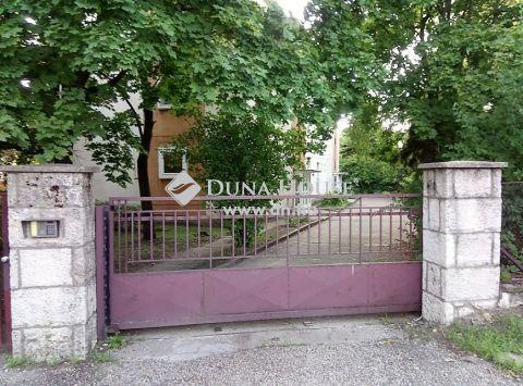 Eladó Lakás, Komárom-Esztergom megye, Esztergom - Vaútállomás közelében
