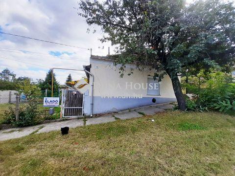 Eladó Ház, Komárom-Esztergom megye, Lábatlan  - Lábatlan csendes utcájában jó elosztású kis ház eladó