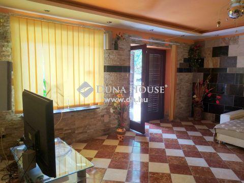 Eladó Ház, Zala megye, Keszthely - Kastélytól 1 saroknyira, 3 külön lakásos családi ház